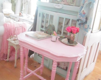 Vintage table table chippypink  painted shabby chic prairie cottage chic
