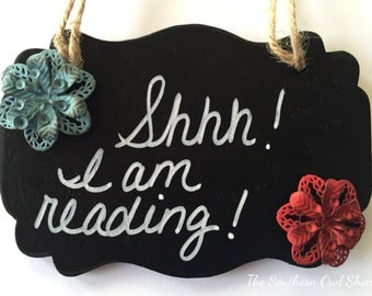 Ornament or Hanging Sign – Shhh! I am reading!