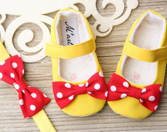 Minnie mouse baby shoes, Minnie mouse baby headband, yellow baby shoes, baby shower gift, yellow toddler girl shoes, 1st birthday outfit