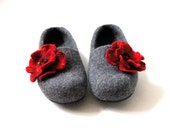 Women bedroom slippers, felted wool slippers clogs, grey slippers with red flower, warm stylish Christmas gift for her cozy warm house shoes