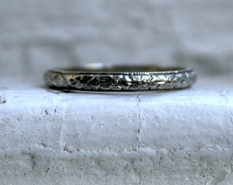 Lovely Vintage Floral Bloom Eternity 18K White Gold Wedding Band.