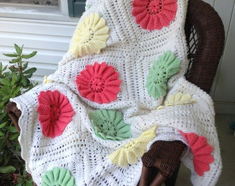 Vintage Crochet Open Pinwheel Afghan / Floral Afghan / Twin Size Afghan / 30 blocks / 86 x 72 Salmon Mint Green Yellow