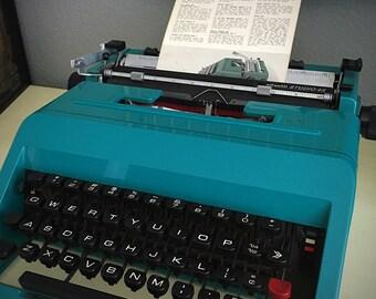 Vintage Olivetti Underwood Studio 45 Typewriter