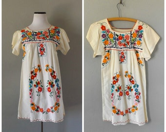 Oaxacan Floral Mini Dress Vintage 80s Embroidered Mexican Hippie Boho Tunic Extra Small Mexcio Dresses 1980s Cotton Hippy Bohemian Ethnic