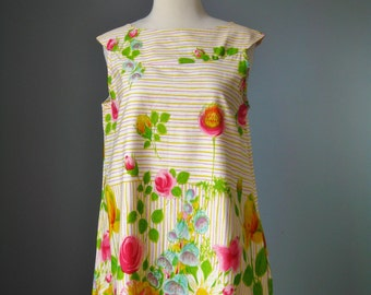 Floral House Dress / Vtg 50s / Tropical Print Shift / Cotton Floral Housedress /