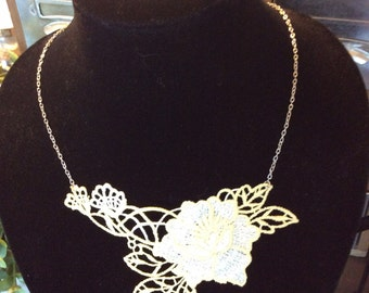 Light yellow floral lace necklace