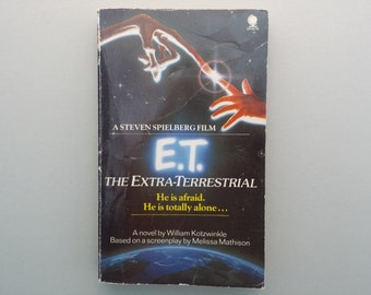 E.T The Extra-Terrestrial vintage paperback 1982 / movie adaptation/ Spielberg / 80's movie nostalgia / sci-fi