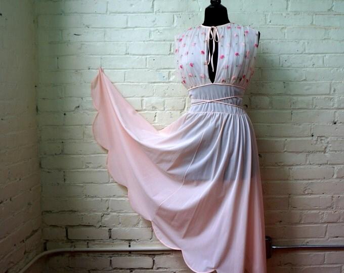 Romantic 1950s Negligee Vanity Fair Deadstock MEDIUM Pink Peignoir Rose Embroidered Top Basque Waist Keyhole Neck Wedding Bridal Lingerie