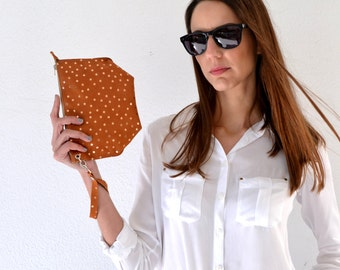 Leather pouch / Brown wrislet purse / Wrislet small purse / Leather bag / Makeup bag / Brown purse / Stars pattern purse / Wrislet pouch