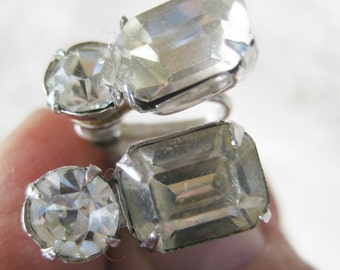 Vintage  Faceted Rhinestone Screwback earrings boho mod Very good no condition issues