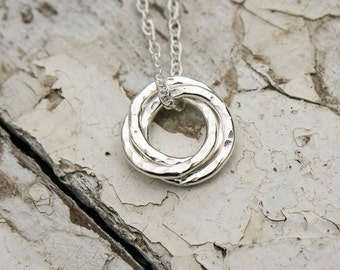 Three Interlocking Circles Necklace. Infinity Necklace, Sterling Silver, Handmade, Gift For Mum, Gift For Sisters, Three Circles UK FREEPOST