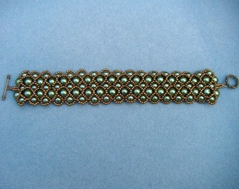 Green and bronze pearl bracelet