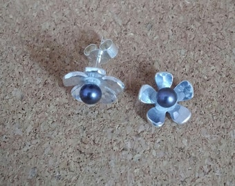 Pearl Earrings, Flower earrings, Pearl jewelry, Flower jewelry, Freshwater pearl, Pearl Stud earrings, Stud earrings, Wedding earrings.