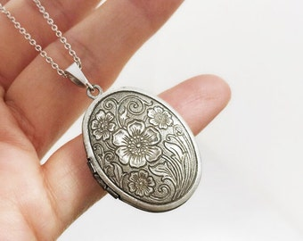 Flower Locket Necklace, Vintage Flower Pattern Oval Locket & Necklace