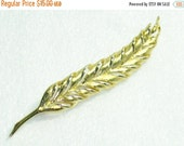 Oh yeah Gold toned signed Trifari brooch vintage 1960s costume jewelry epsteam