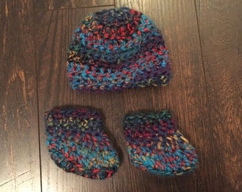 100% wool Newborn booties and hat set