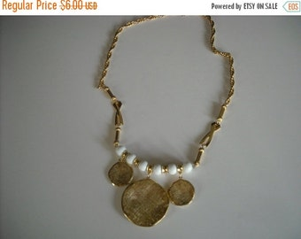 sale vintage white and goldtone necklace...31