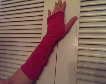 Fuchsia fingerless gloves