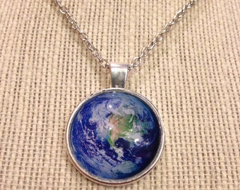 "20"" Silver Earth Glass Pendant Necklace"