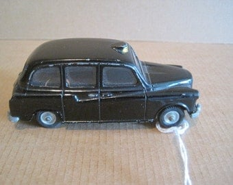 Budgie Models #101 London Taxi Cab Made in England for H Seener Ltd