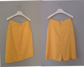 80s plain skirt. S size. Yellow midi skirt fully lined with tag, made in Greece. In a very good vintage condition.