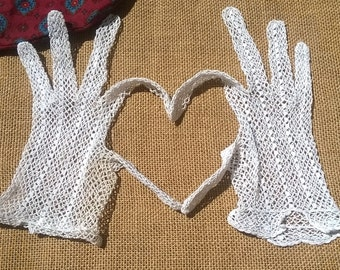 Antique French Lace Filet Gloves Hand Crochet White Cotton Size Medium 7 Bridal Accessory #sophieladydeparis