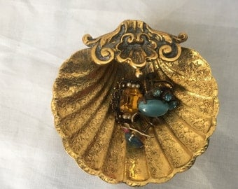 1970's small Ornate footed BRASS SHELL bowl TRINKET Dish Ring holder Hollywood Regency Jd6-103