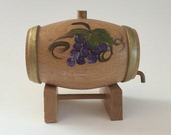 Wood German Wine Cask-Souvenir-Wandertag Prize-Purple Grapes