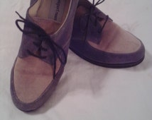 NEW ITEM! Vintage ladies oxford style lace up shoes. Tan and hunter green suede uppers with rubber soles. Size 8 1/2.