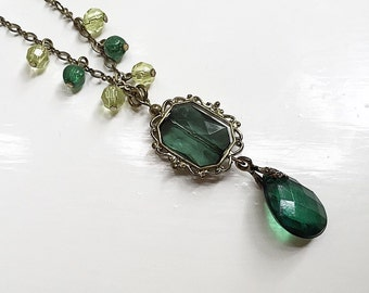 Beautiful vintage inspired Green bead necklace by '1928'