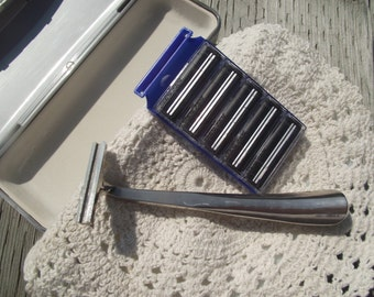 Vintage LONG HANDLED RAZOR with Blades and Case,Vintage Shaving,Razors,Men's Grooming,Vintage Travel Item,Men's Vintage Accessories