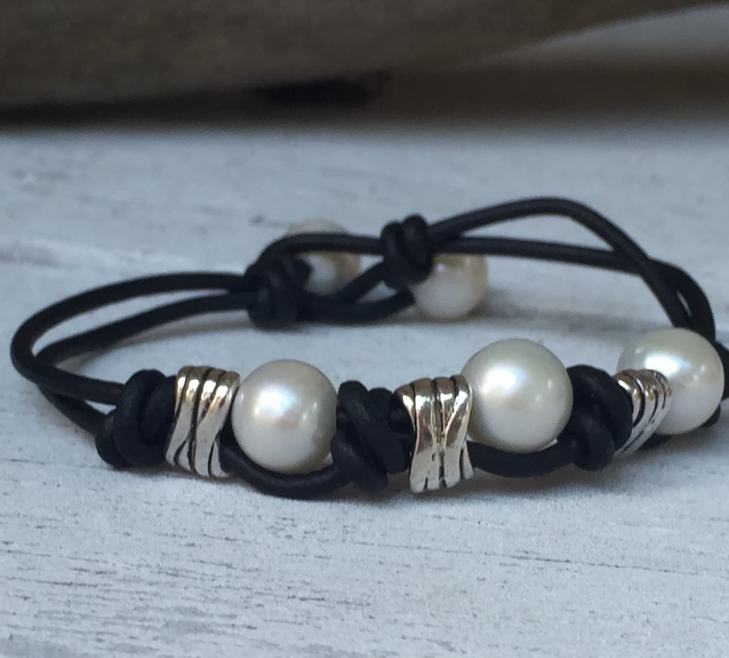 leather pearl bracelet leather and pearls leather and pearl. Black Bedroom Furniture Sets. Home Design Ideas