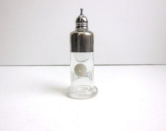 Vintage Dorothy Thorpe Silver Band Replacement Shaker. 1 available.