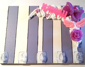 Wall key holder with lilac and Fuchsia decoden