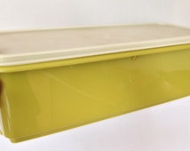 Avocado green vintage rectangular Tupperware lidded storage container with loose base cake or bread keeper