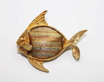 SALE Vintage JJ Pin Angelfish Fish Pin Fish Brooch Marine Pin Vintage Brooch Goldtone Marine Life Vintage Jewelry
