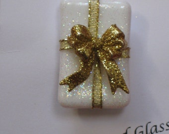 Fused Fire Polished Glass Christmas Pin Brooch Package white and red