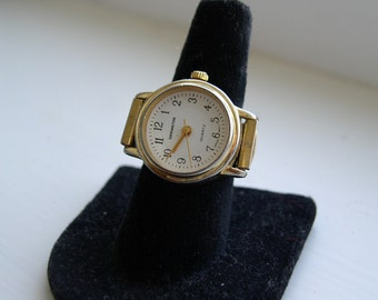 Vintage Expandable Quartz Ring Watch from the 70's