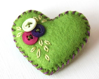 Tiny felt heart brooch pin - hand embroidered, with buttons - fresh green - perfect for Mothers Day - Zakka style