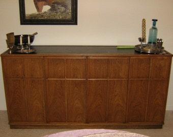 Mid Century Henredon Dining Room Set: Table, 6 Chairs  2 Armchairs