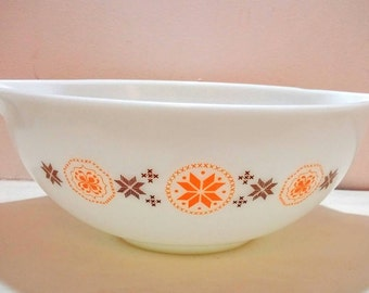 Pyrex Town and Country No. 444 4 qt Cinderella bowl