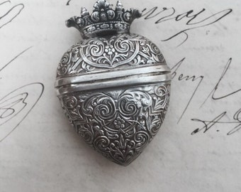 Beautiful Silver Crowned Heart Box