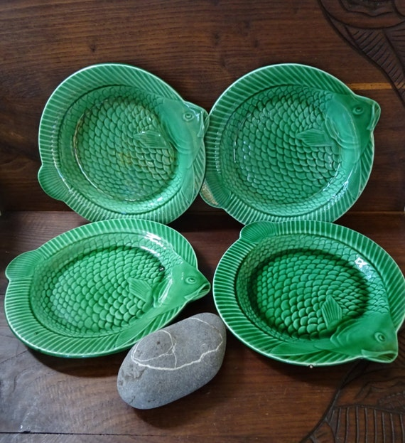 Sarreguemines fish shaped dinner plates green emerald vintage for Fish shaped plates