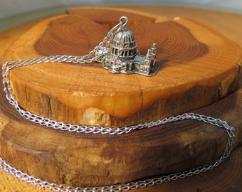 A vintage silver St Pauls Cathedral of London pendant on an 18 inch silver chain