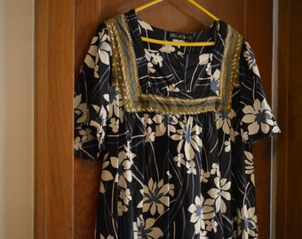 Vintage large XL size 22-24 Hawaiian art design dress, beautiful flowers Hawai'i/Maui  fabric cloth