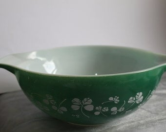 Pyrex Shamrock Green Large Bowl  in Heat Resistant Glass 1960's Hard to Find Kitchen Collectable