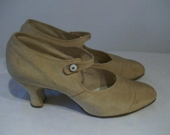 Classic 1920s neutral fabric covered mary jane shoes US 5 UK 3 vintage bride