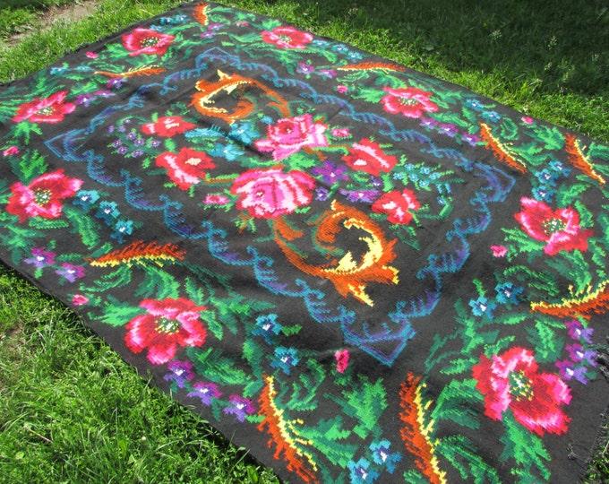 Tapis kilim moldave. Floor Rugs - Vintage handwoven wool rug carpet - Romania Bessarabian Kilim. Vintage Kilim, Handmade , rose kilim rug.