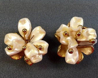 Vintage Signed Marvella Beaded Flower Clip Earrings. Free shipping