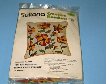 Vintage Sultana Creative Needle craft Patio Poppies Knife Edge Pillow Kit 1181